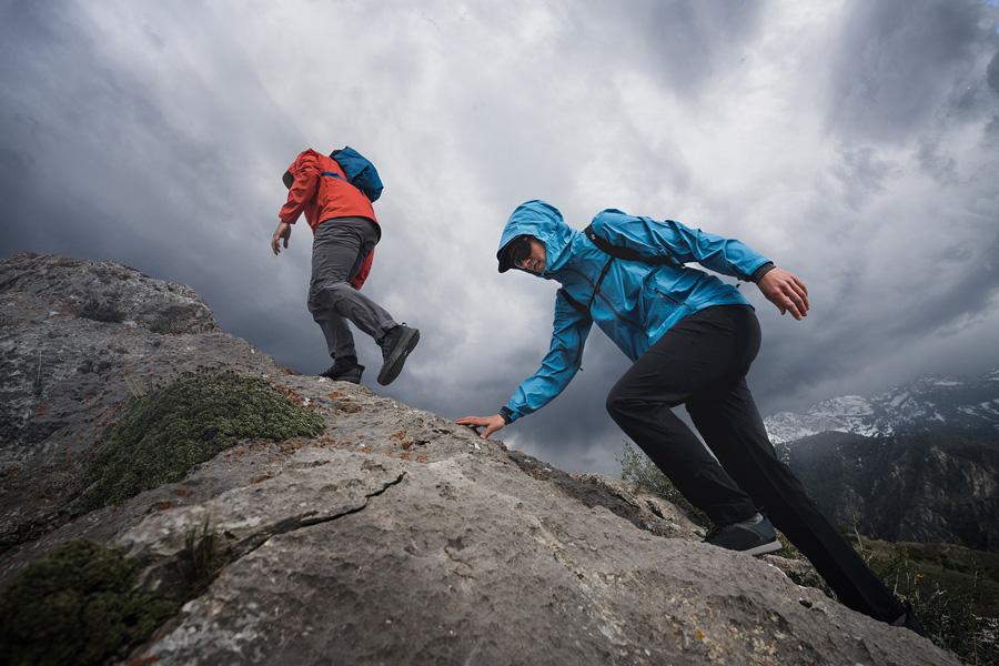 winter hiking lead image