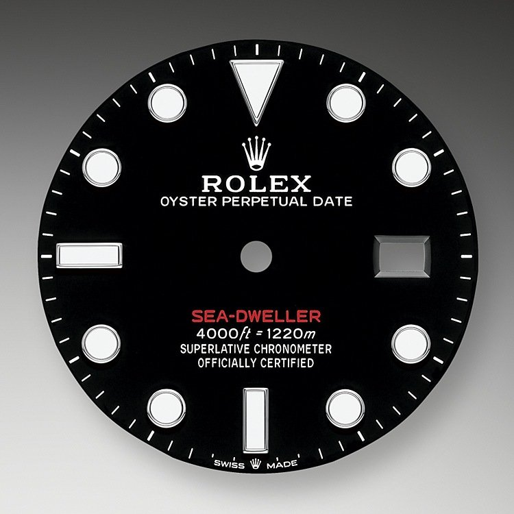 The black dial of the Sea-Dweller has the large hands and indices reserved for Rolex professional models. The dial bears the name Sea-Dweller in red, a reference to the first model. The innovative Chromalight display on the dial pushes back the boundaries of visibility in dark environments. Its distinctive blue glow lasts up to eight hours with a uniform luminosity, practically twice as long as that of standard luminescent materials.