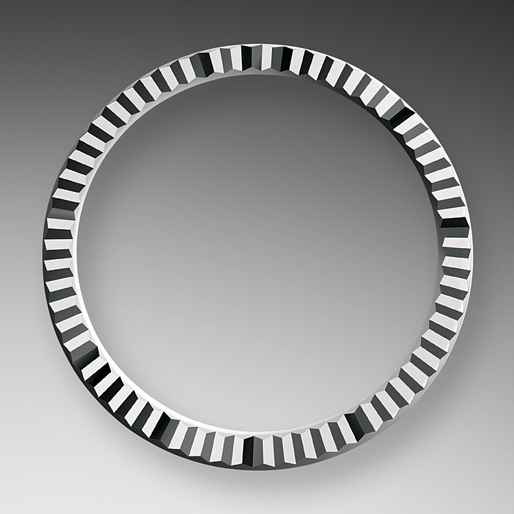 The Rolex fluted bezel is a mark of distinction. Originally, the fluting of the Oyster bezel had a functional purpose: it served to screw the bezel onto the case helping to ensure the waterproofness of the watch. It was therefore identical to the fluting on the case back, which was also screwed onto the case for waterproofness, using specific Rolex tools. Over time, the fluting became an aesthetic element, a genuine Rolex signature feature. Today the fluted bezel is a mark of distinction, always in gold.