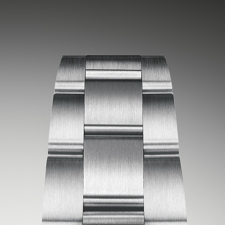 The Oyster bracelet is a perfect alchemy of form and function, aesthetics and technology. First introduced in the late 1930s, this particularly robust and comfortable metal bracelet with its broad, flat three-piece links remains the most universal bracelet in the Oyster collection. For the Oyster Perpetual models the Oyster bracelet is fitted with an Oysterclasp.