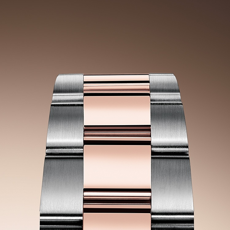 The Oyster bracelet is a perfect alchemy of form and function, aestheticsand technology, designed to be both robust and comfortable. Itis equipped with an Oysterclasp and the Easylink comfort extension link, also exclusive to Rolex. This ingenious system allows the wearer to increase the bracelet length by approximately 5 mm, providing additional comfort in any circumstance.
