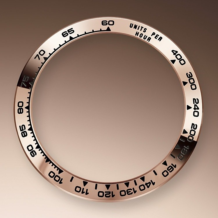 With its tachymetric scale, its three counters and its pushers, the Cosmograph Daytona was designed to be the ultimate timing tool for endurance racing drivers. The bezel features a tachymetric scale to read average speed over a given distance based on elapsed time. This scale offers optimal legibility, making the Cosmograph Daytona the ideal instrument for measuring speeds up to 400 units per hour, expressed in kilometres or miles.