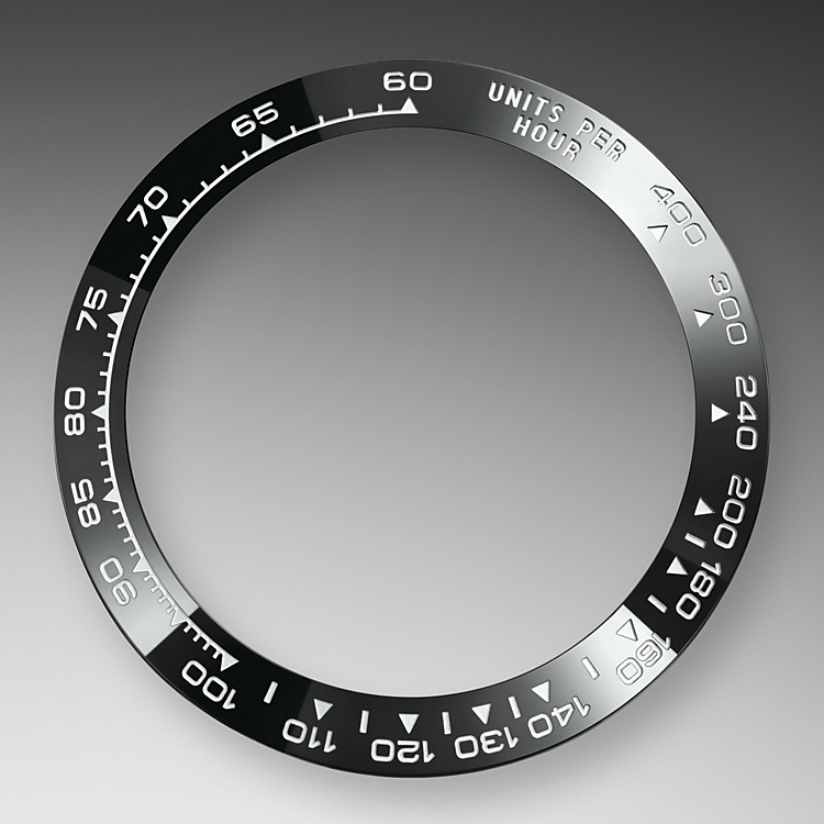 A key part of the model's identity is the bezel moulded with a tachymetric scale for measuring average speeds of up to 400 miles or kilometres per hour. Blending of high technology with sleek aesthetics, the black bezel is reminiscent of the 1965 model that was fitted with a black Plexiglas bezel insert.<br>The monobloc Cerachrom bezel in high-tech ceramic offers a number of advantages: it is corrosion resistant, virtually scratchproof and the colour is unaffected by UV rays. This extremely durable bezel also offers an exceptionally legible tachymetric scale, thanks to the deposition of a thin layer of platinum in the numerals and graduation via a PVD (Physical Vapour Deposition) process. The monobloc Cerachrom bezel is made in a single piece and holds the crystal firmly in place on the middle case, ensuring waterproofness.